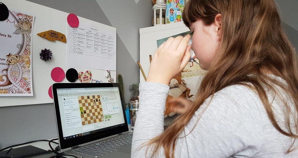 Siedzisz w domu - zagraj w szachy!