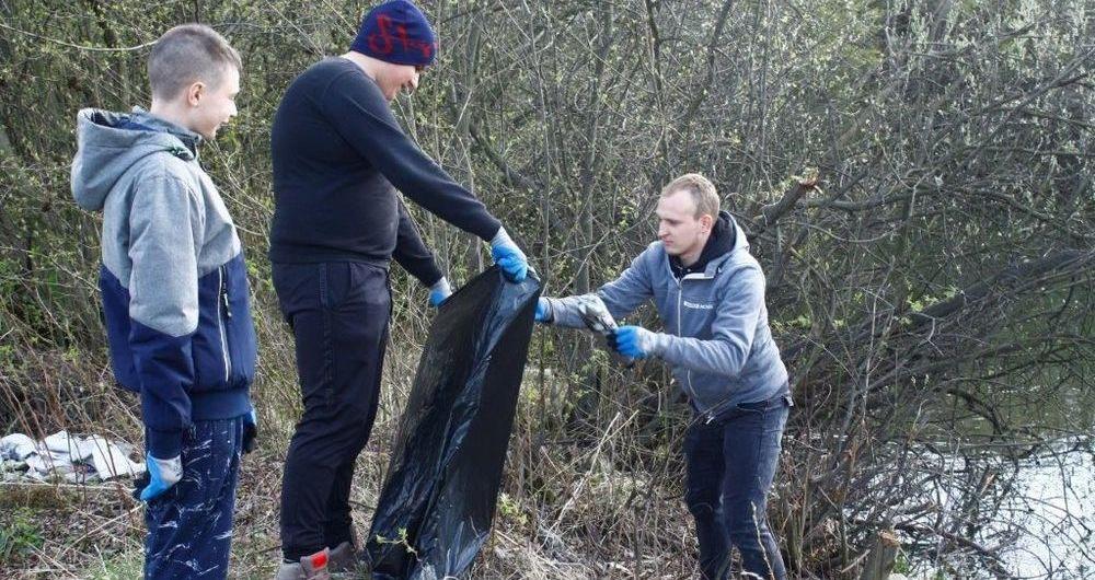 Wielkie sprzątanie stawów w Rusku