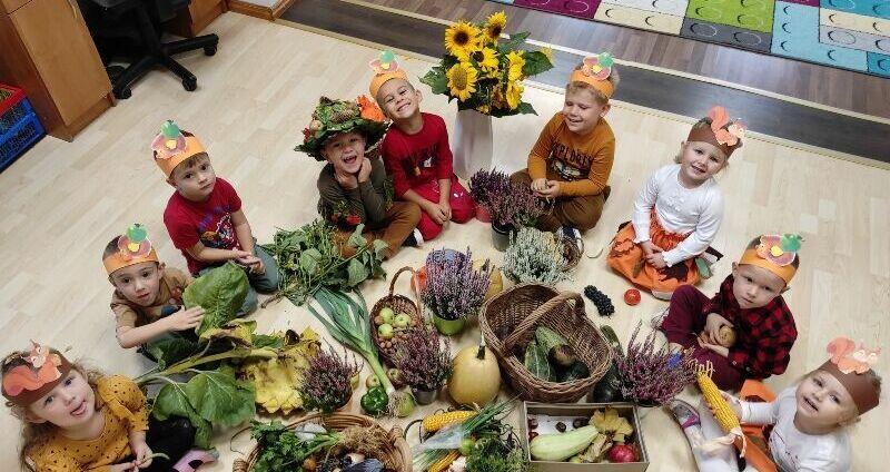 Maluszki z przedszkola w Stanowicach powitały jesień!