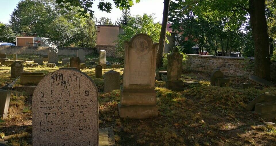 Młodzież Zespołu Szkół dba o Cmentarz Żydowski