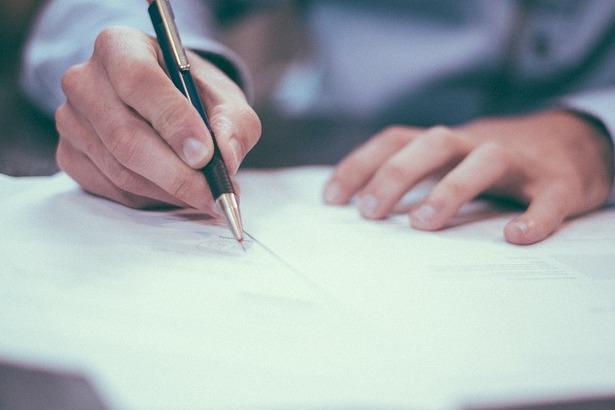 Zdjęcie podpisanie dokumentów
