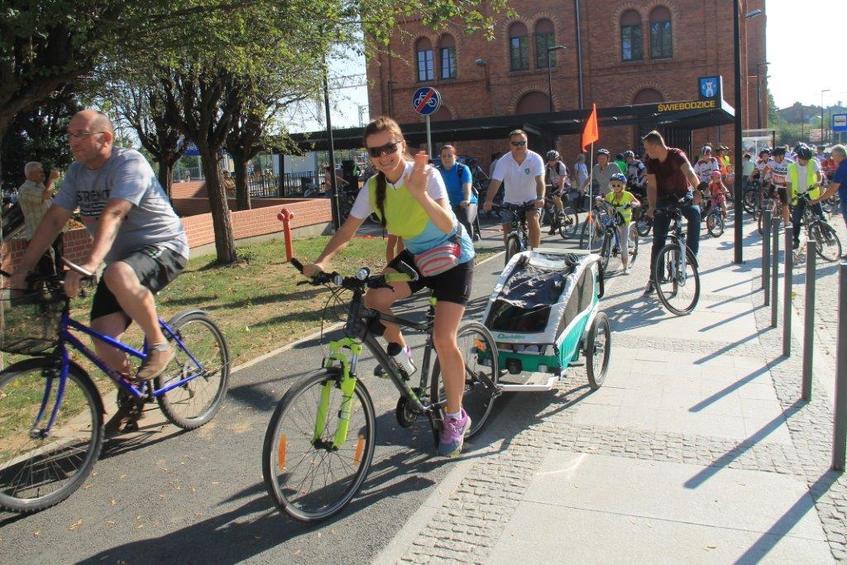 Zdjęcie z wydarzenia - ludzie na rowerach