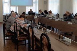 Zdjęcia ze szkolenia osoby przy stole
