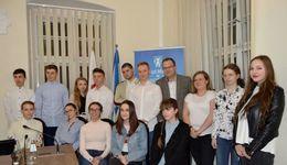 Zdjęcie grupowe Młodzieżowej Rady Miejskiej