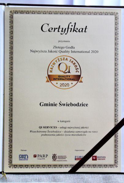 Certyfikat Złotego Godła QI 2020 przyznanego Gminie Świebodzice.