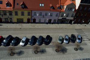 Parking w Rynku. Zdjęcie zrobione z wieży ratuszowej.