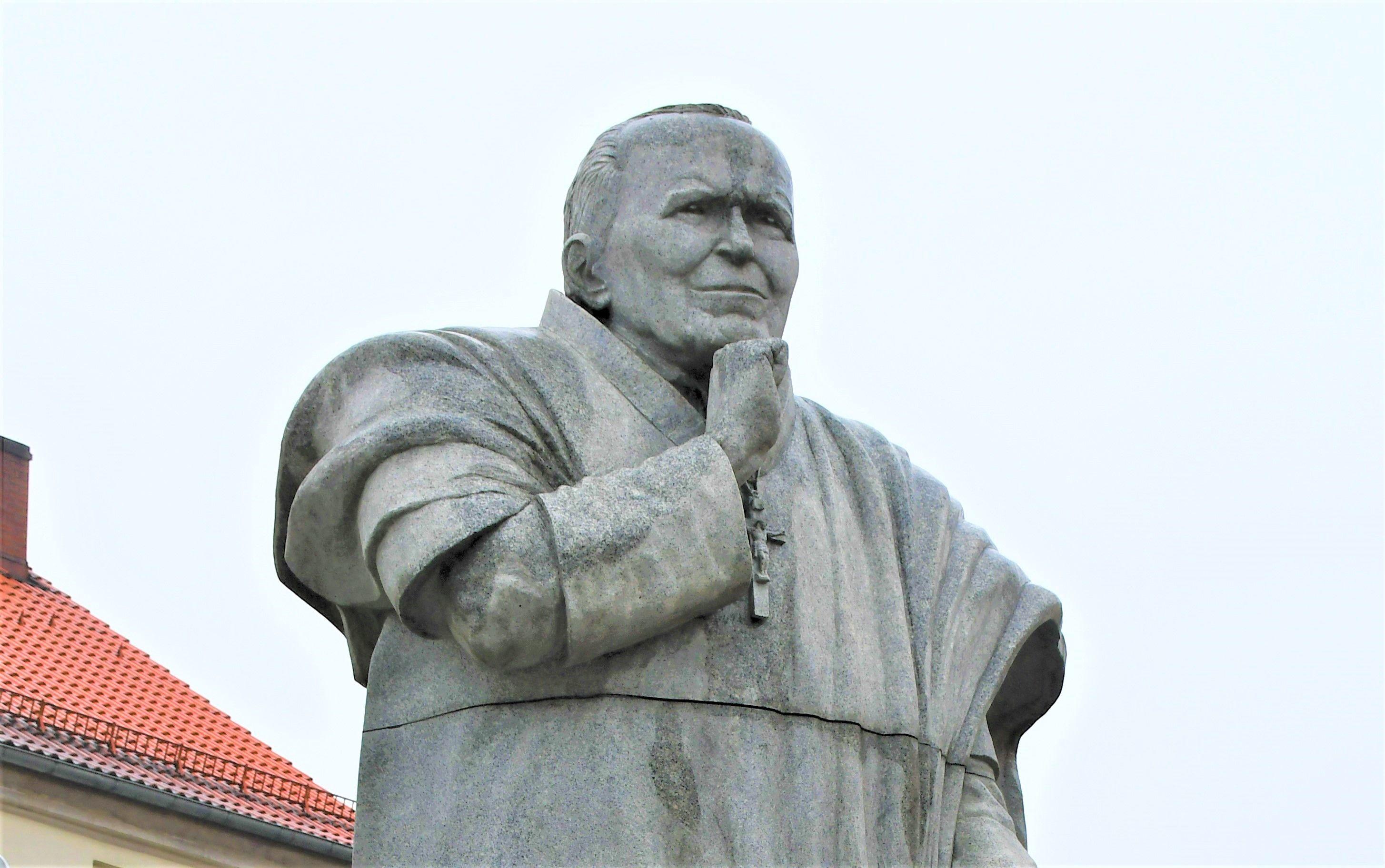 Pomnik Papieża Jana Pawła II w Świebodzicach