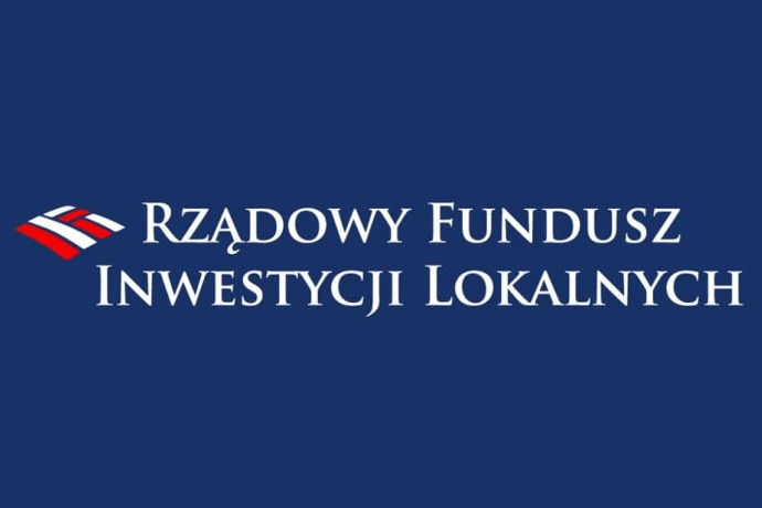 Granatowy poziomy prostokąt z białym napisem Rządowy Fundusz Inwestycji Lokalnych