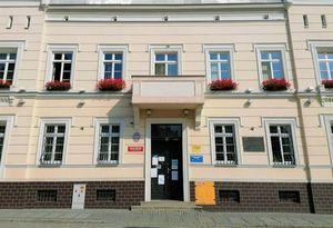 Wejście do Urzędu Miejskiego od ul. Żeromskiego