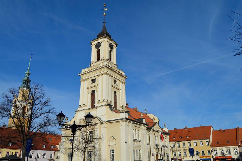 Widok na Ratusz Miejski od strony ulicy Kopernika.