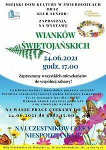 Plakat informacyjny wystawa wianków świętojańskich, pionowy prostokąt w kolorach niebiesko-białych z zielono-czarnymi napisami