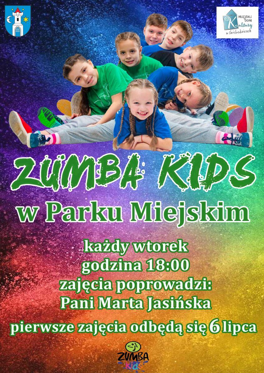 Pionowy prostokąt w tęczowych koloroach z informacją na temat Zumby Kids