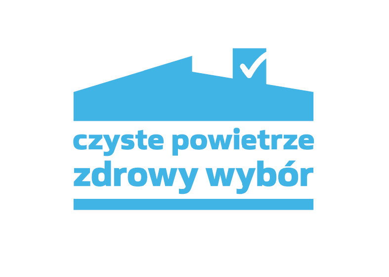 Logo programu Czyste Powietrze. Poziomy prostokąt z białym tłem, niebieskim napisem i zarysami dachu budynku.