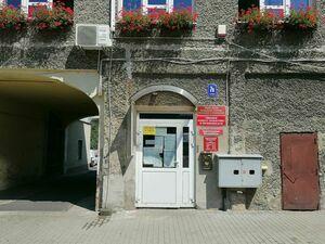Zdjęcie przedstawia wejście do OPS przy ul. Świdnickiej 7