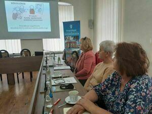 Zdjęcie przedstawia uczestników szkolenia w sali posiedzeń w Ratuszu Miejskim.