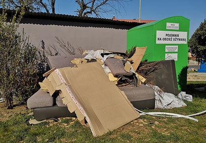 Odpady wielkogabarytowe wystawiamy w terminie wywozu