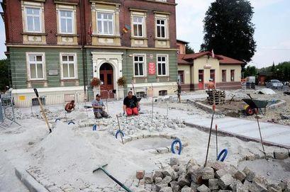 Trwa przebudowa terenu przy Urzędzie i OSP