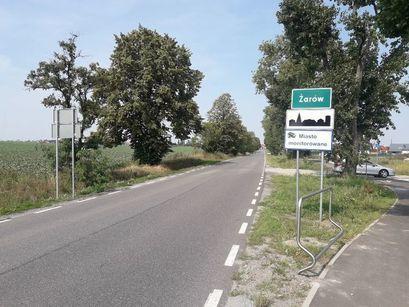Uwaga! Znak drogowy postawiony w inne miejsce