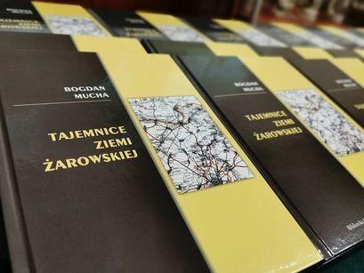 """Książka """"Tajemnice Ziemi Żarowskiej"""" do nabycia w bibliotece"""