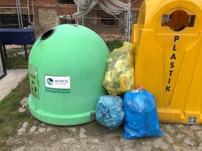Śmietnisko wokół… koszy na śmieci