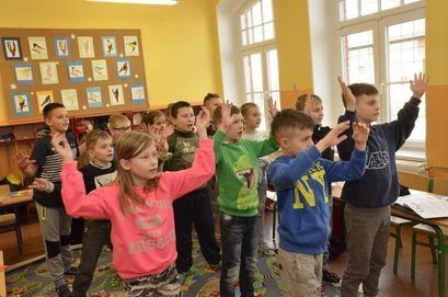 Najmłodsi uczniowie mogą wrócić do przedszkola i szkoły