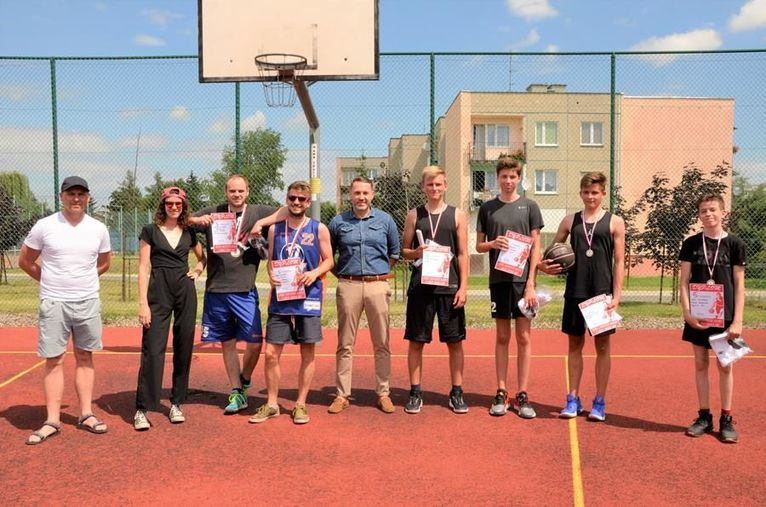 Wakacyjny turniej koszykówki ulicznej