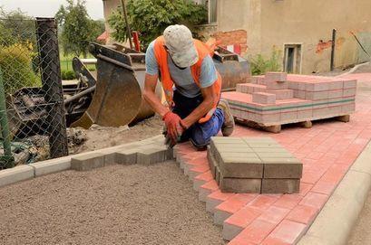 Trwa remont chodników w Mrowinach i Wierzbnej