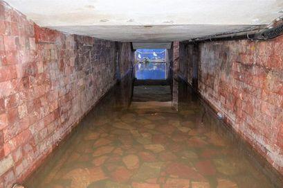Po deszczu przejście podziemne notorycznie zalane. Strażacy wypompowywali wodę