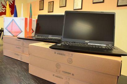 Kolejne komputery i tablety trafiły do uczniów
