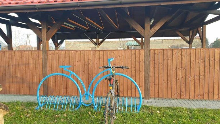 Nowe stojaki na rowery w Kalnie