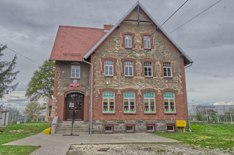 Przyszłość szkoły w Mrowinach – przekształcenie a nie likwidacja