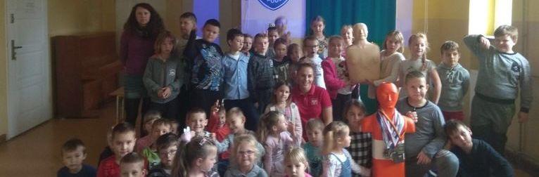 Mistrzyni Polski w pływaniu spotyka się z uczniami w szkołach w gminie Wólka