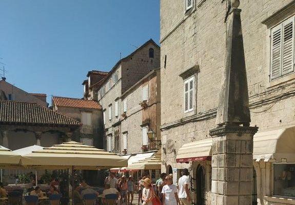 Trogir - turystów nie brakuje.