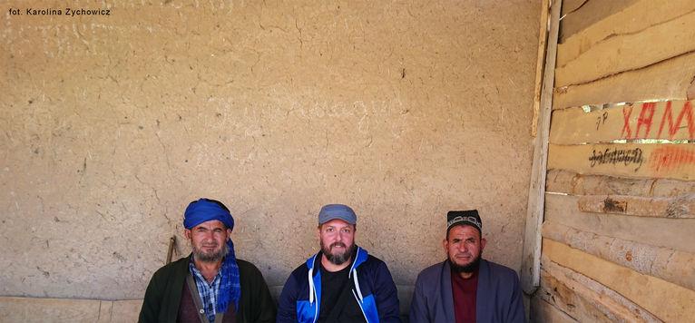 Z miejscowymi w Tadżykistanie.