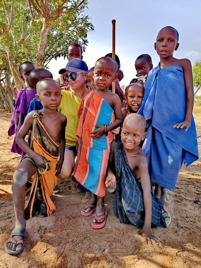 Jola z masajskimi dziećmi.