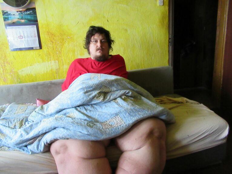 Adrian waży 250 kg.