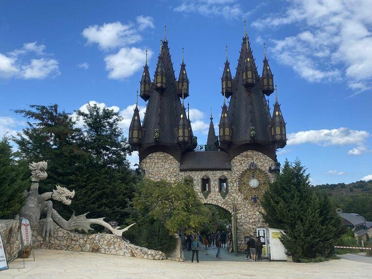 Wejście do zamku.