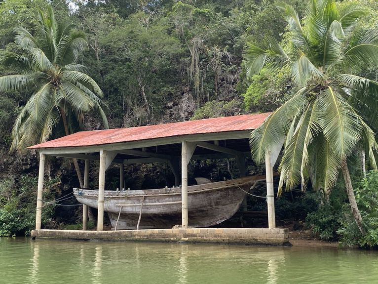 Replika pirackiej łodzi