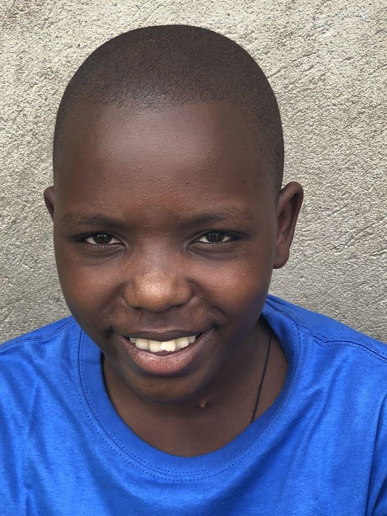 Po południu żegnamy dzieciaki. Zostawiamy je za wysoką bramą, pełne nadziei, że nie zapomnimy o ich potrzebach. Dla nas to przecież tak niewiele, dla nich możliwość godnego życia.