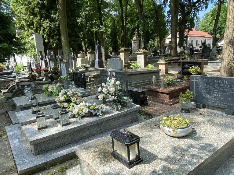 Mogiły dzieci na cmentarzu przy ul. Lipowej.