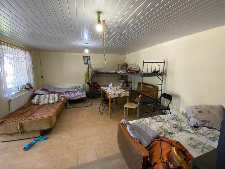 Paweł Rogowski przygotował mieszkanie dla robotników z Ukrainy.