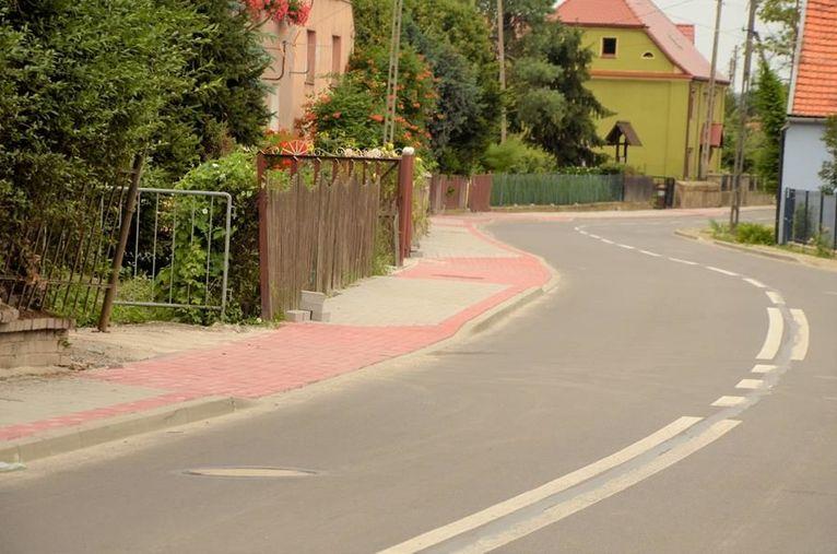 nowy chodnik w Mrowinach